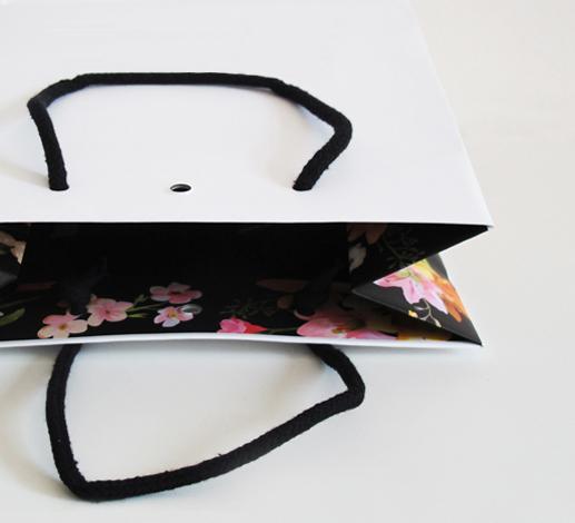 shopper in carta manici in tessuto con stampa interna e foro