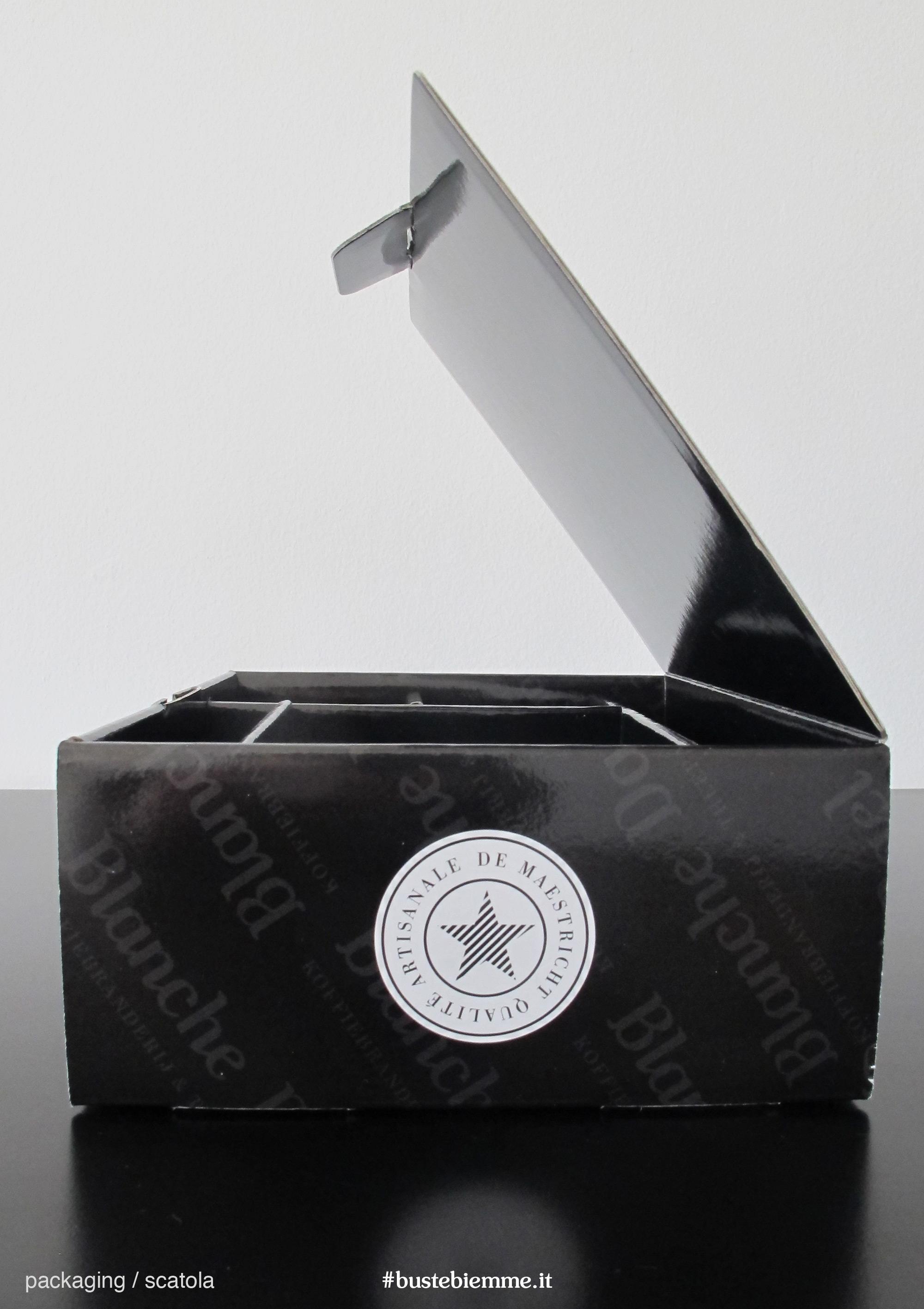 scatola automontante personalizzata con chiusura a libro e scomparti interni