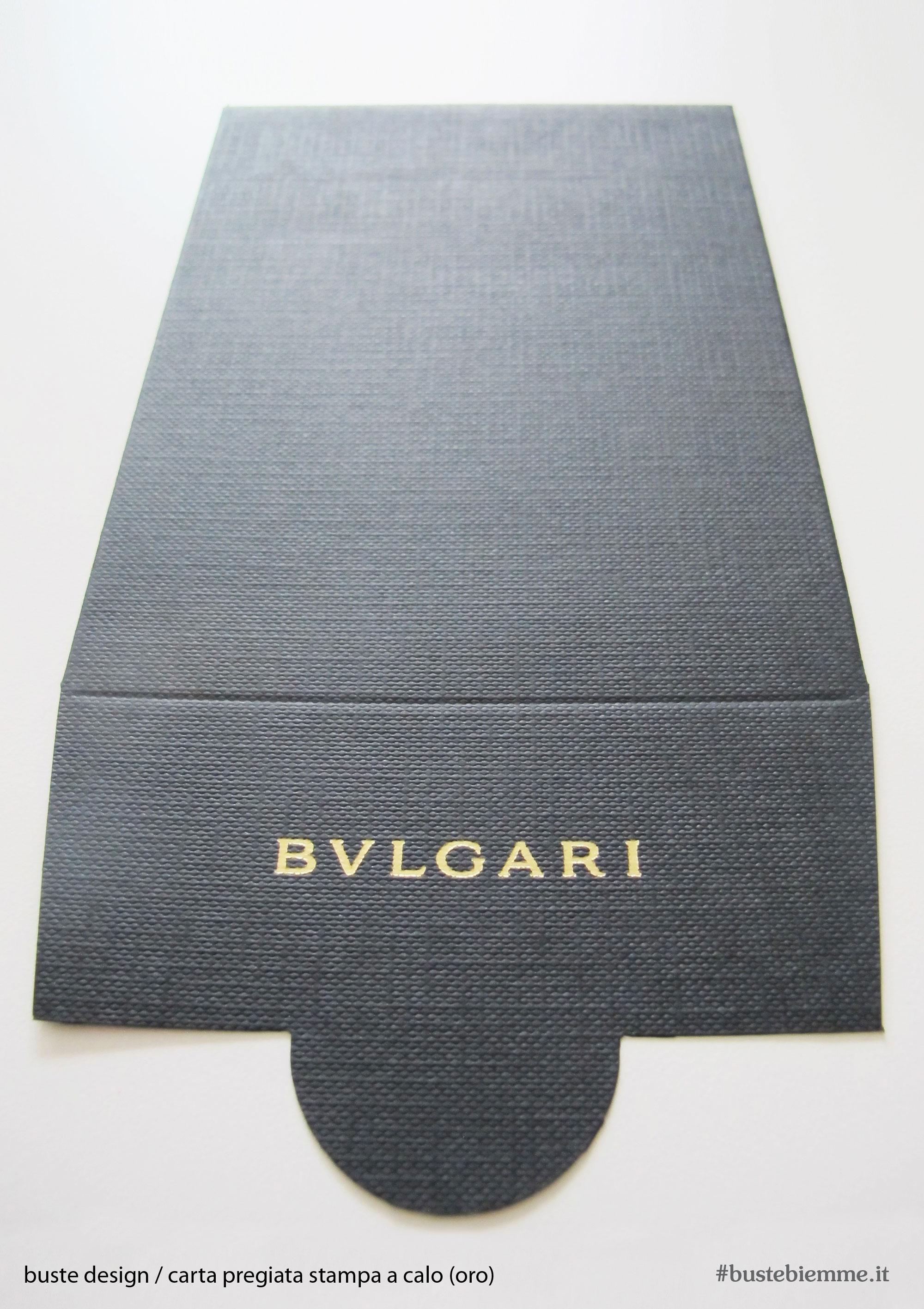busta design carta con trama tessile e stampa oro a caldo